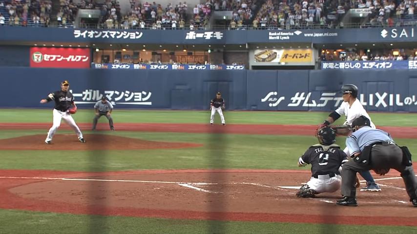 スローカーブを投げる摂津正投手