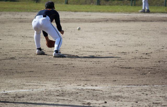 内野手の守備の構えから送球までの流れ