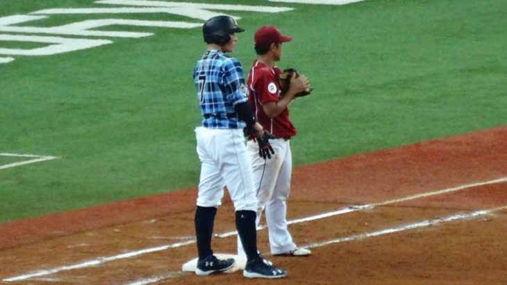 内野手に信頼されるファーストの捕球