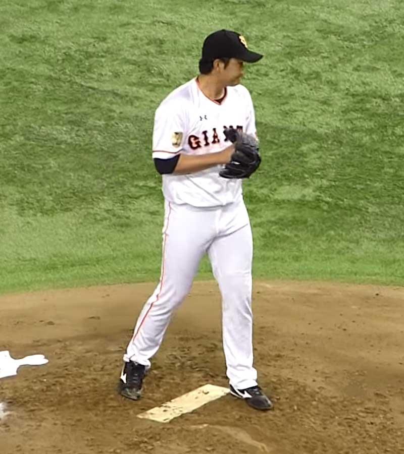 セットポジションに入る菅野投手
