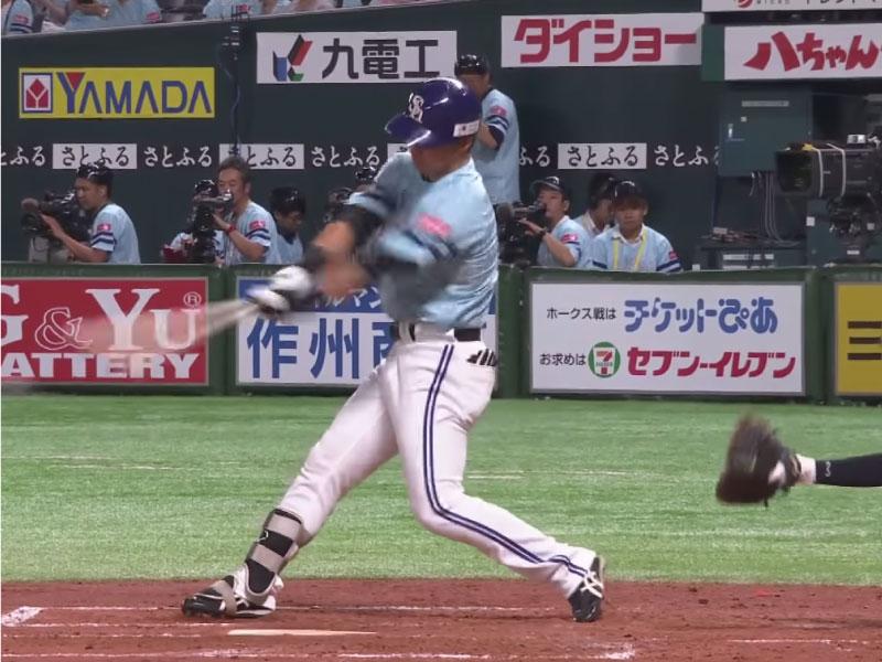 長谷川勇也選手のインパクトの瞬間