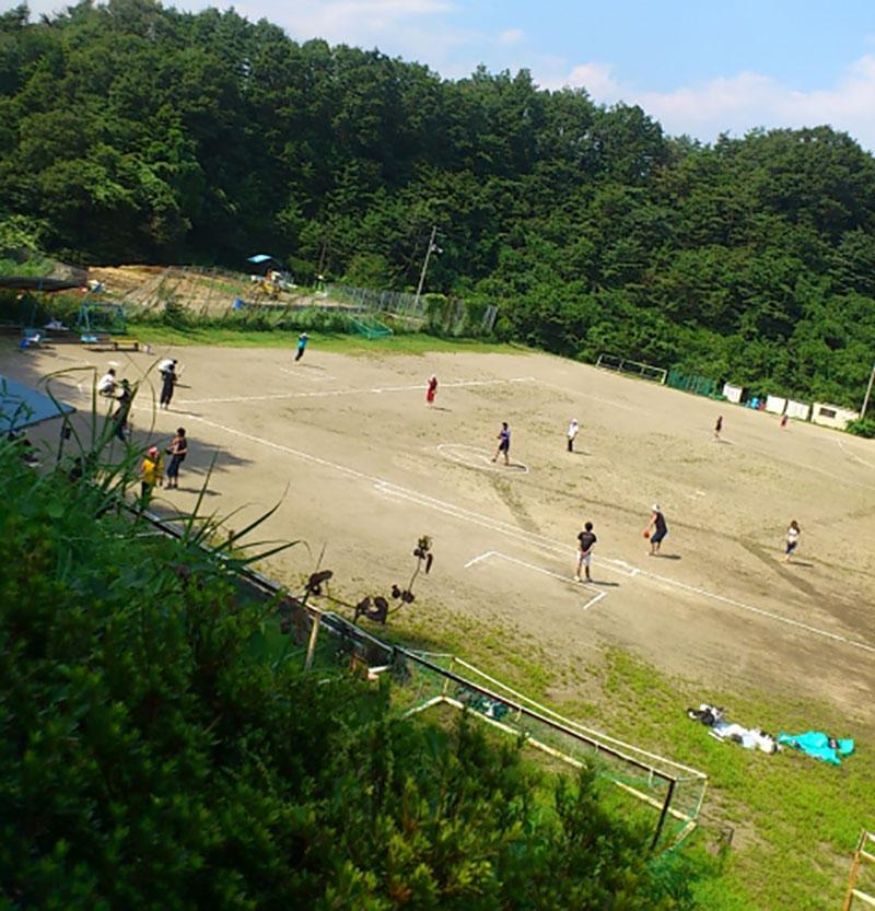 草野球チームの試合風景