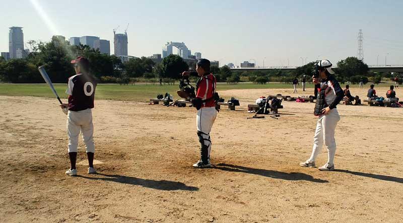 多摩川の河川敷での草野球