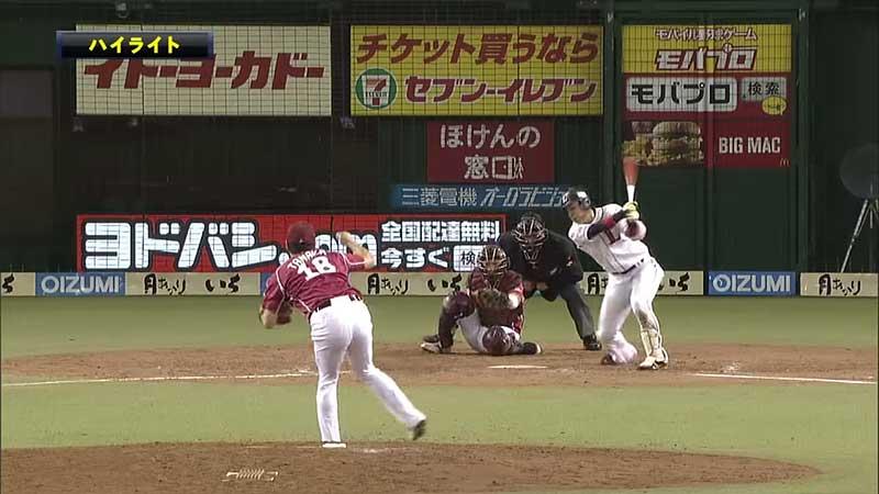 浅村選手へのアウトローへのボールを投げる田中将大投手