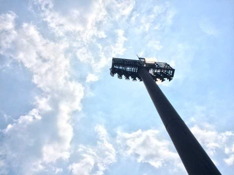 晴天の野球場の空