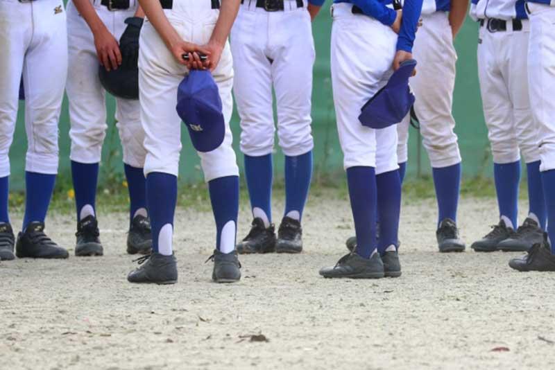 草野球チームの試合後のミーティング