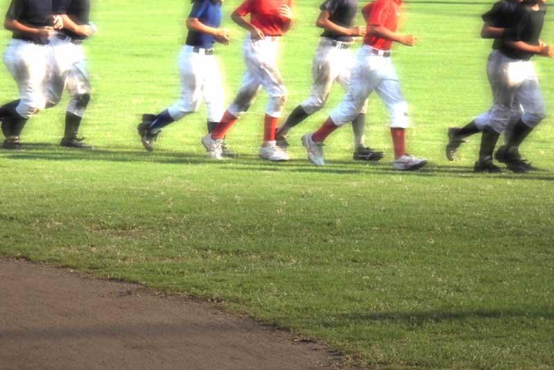 草野球チームのウォーミングアップ