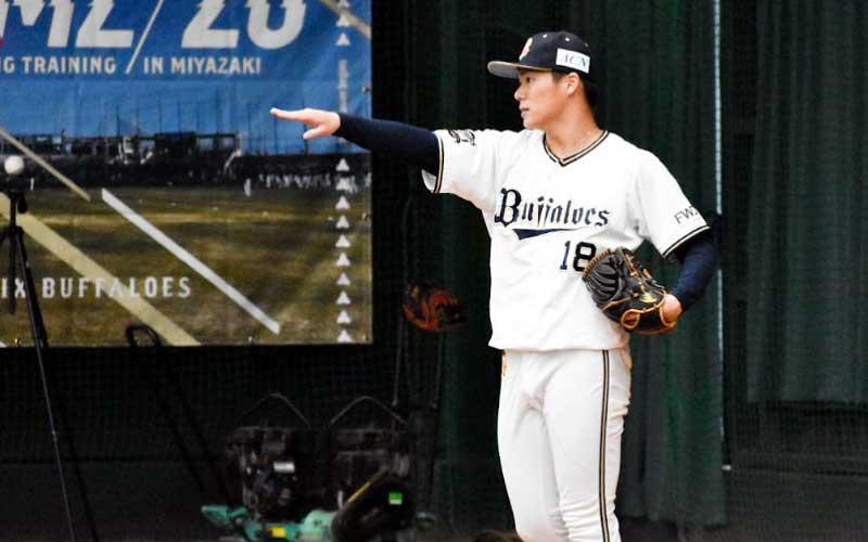 山本由伸選手のブルペンでの投球練習