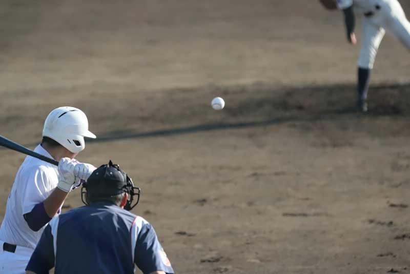 左ピッチャーの投球後のワンシーン
