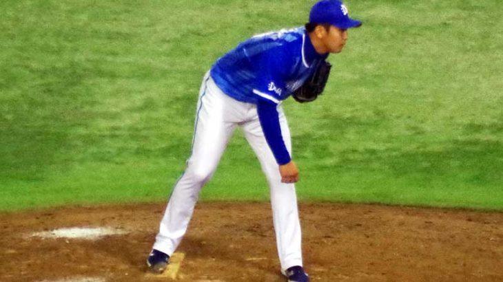 マウンドで構える山崎康晃選手