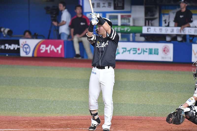 中村晃選手のバッティングフォーム