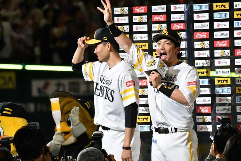 ヒーローインタビューを受ける松田宣浩選手