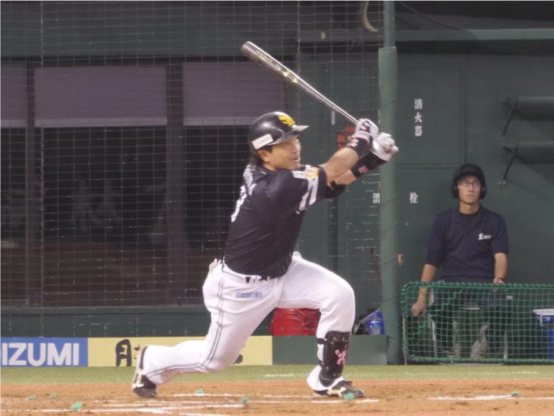 松田宣浩選手のフォロースルー