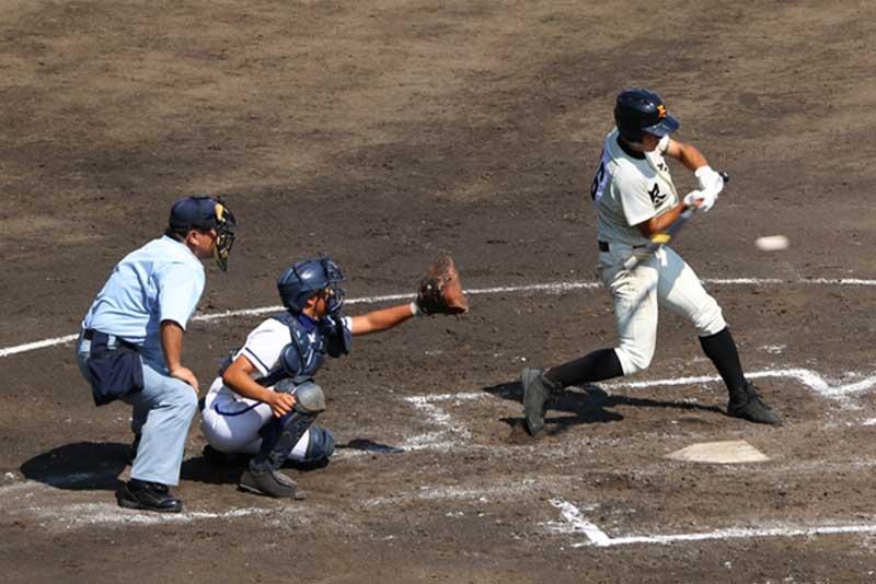 外角低めのボールを打つ